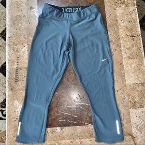 Women's SZ M NIKE Dri-Fit Gray 7/8 Yoga Pants